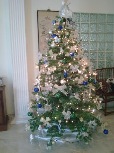 O, X'mas tree 1/2 dressed
